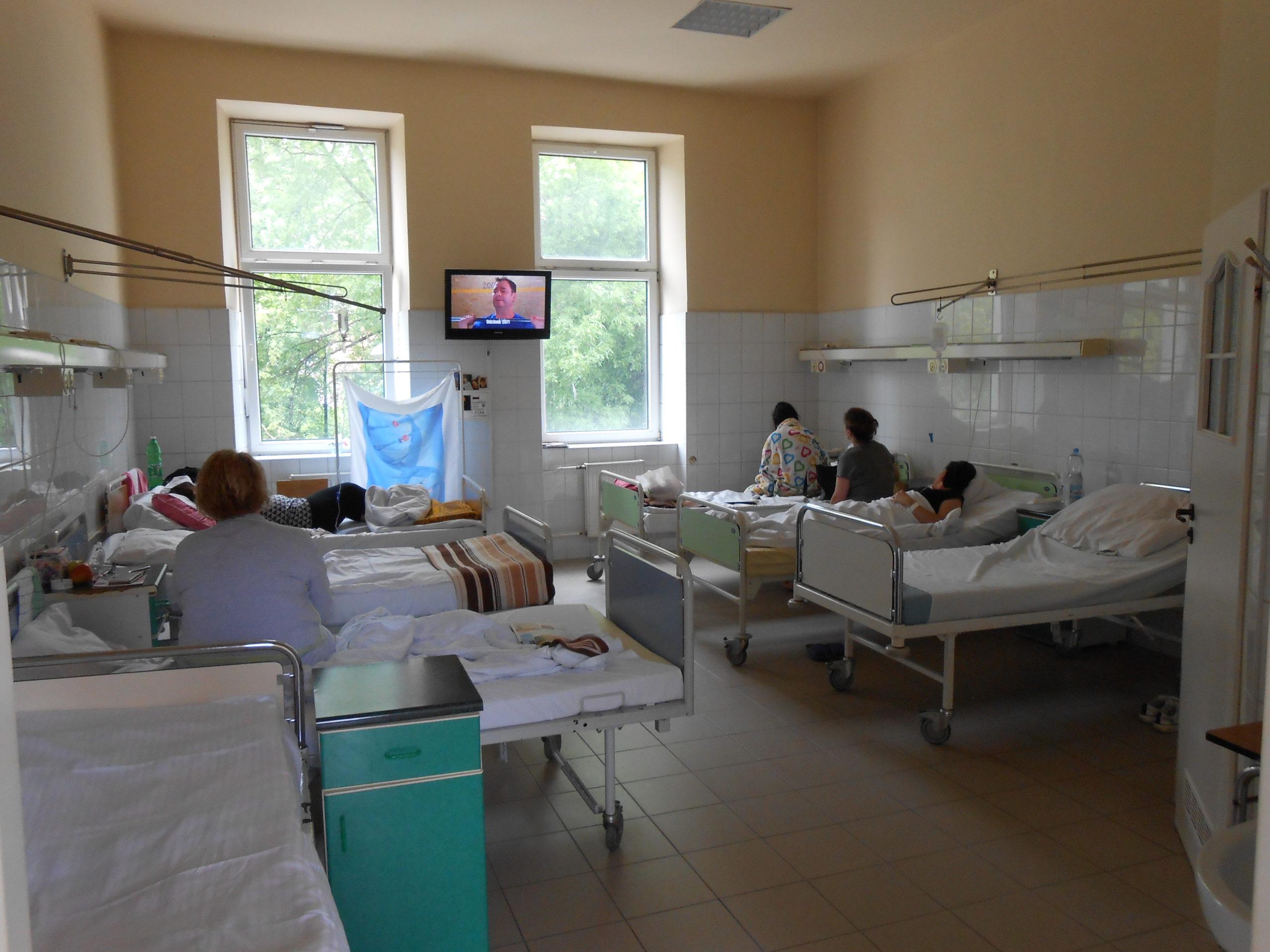 Sześcioosobowa sala chorych przed remontem