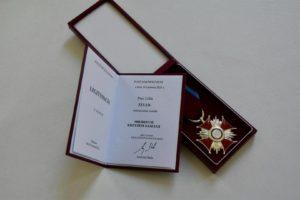 Odznaczebie - Srebrny Krzyż Zasługi wraz z legitymacją.